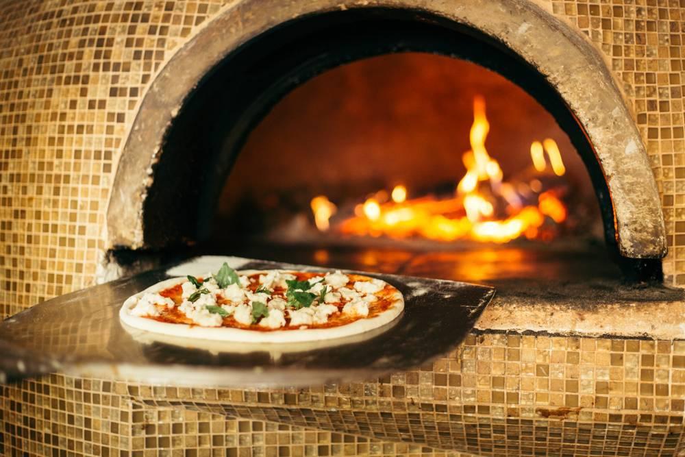 Pizza Margarita al Horno de leña